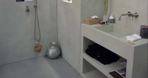 Badkamer Met Betonstuc ~   in de wanden, krijg je nog meer een luxe gevoel in de badkamer