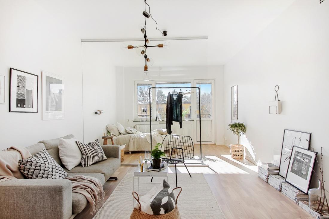 Met een grote glazen wand is er een slaapkamer gecre erd in dit appartement interieur inrichting - Studio stijl glazen partitie ...