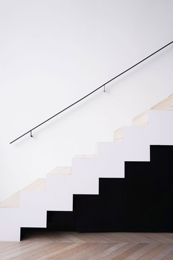 minimalistisch platte zwarte stalen trapleuning