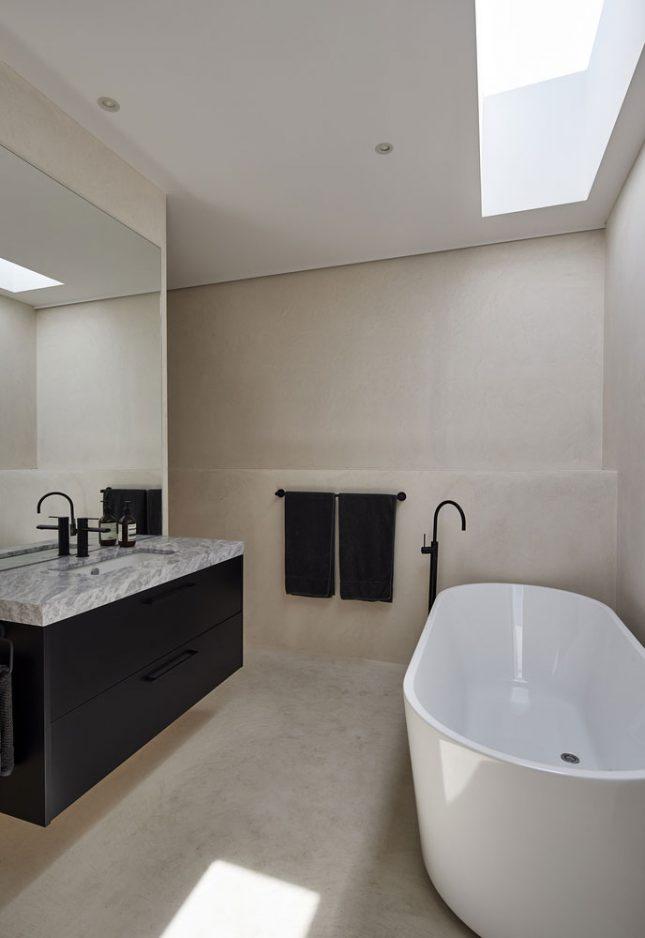 Minimalistische badkamers voorbeelden taupe