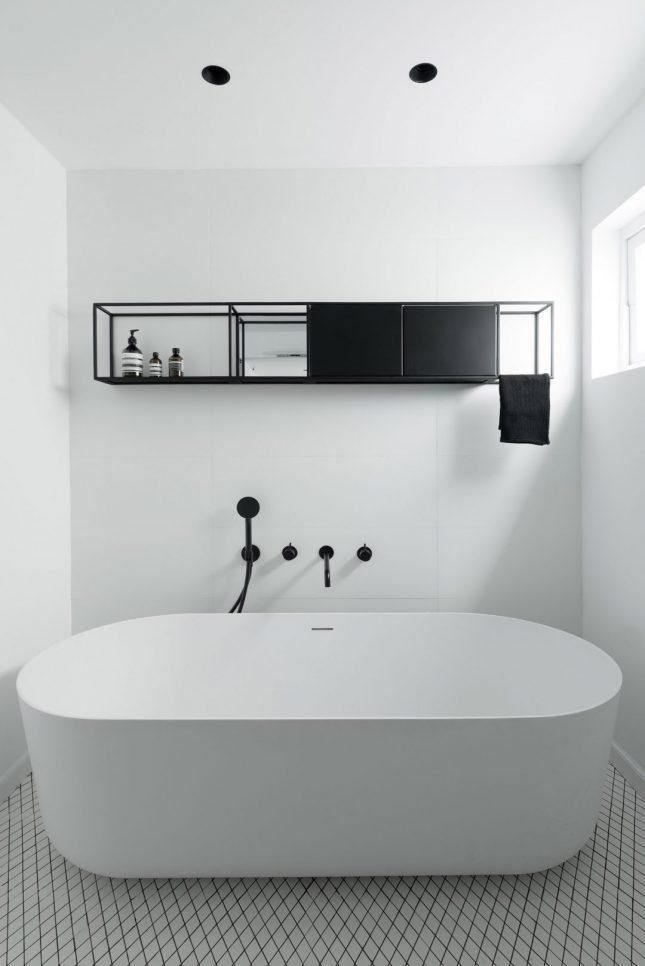 Minimalistische badkamers voorbeelden zwart wit