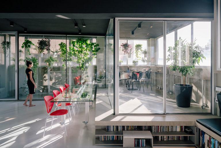 Modern industrieel appartement met creatieve indeling