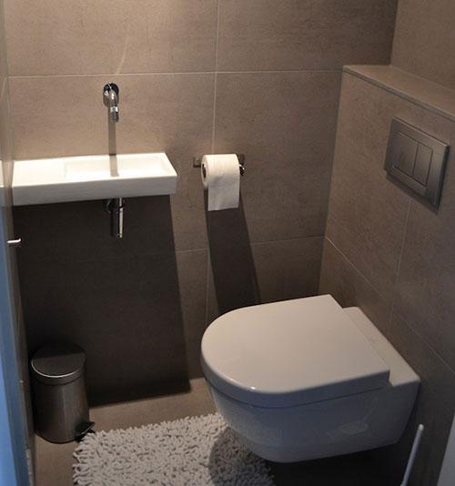 Modern toilet interieur inrichting - Spiegel wc ontwerp ...
