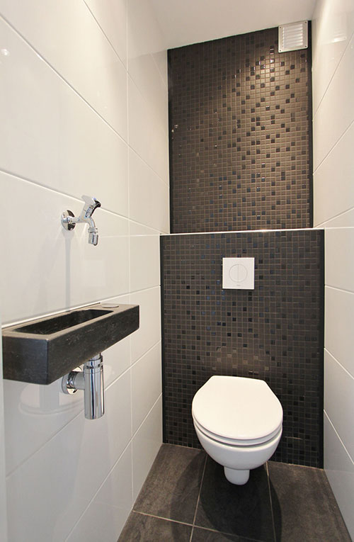 Modern toilet interieur inrichting for Deco toilet zwart en wit
