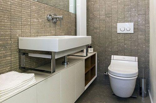 Modern toilet in Italiaanse hoofdstad