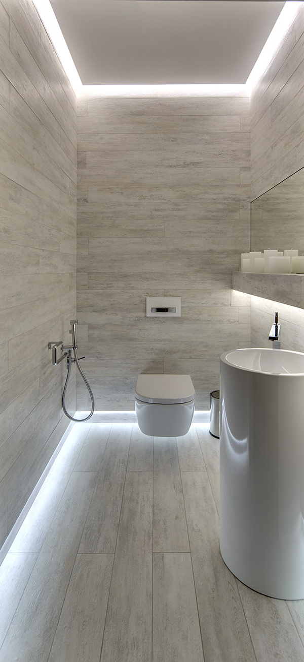 Modern toilet met langwerpige tegels