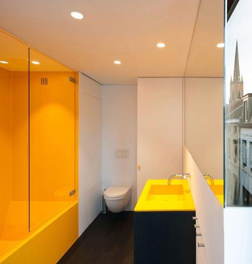 Moderne badkamer met geel bad interieur inrichting for Interieur geel