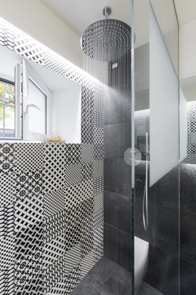Moderne badkamer in een woonboerderij interieur inrichting - Oude badkamer ...