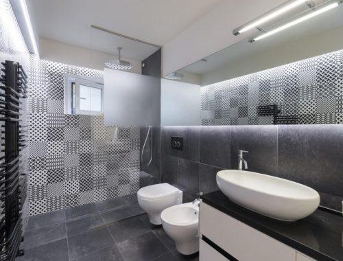 Moderne badkamer in oude woonboerderij