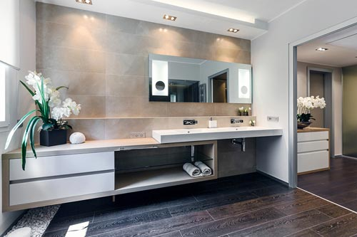 Grote moderne badkamer
