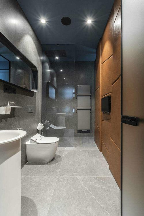 Moderne badkamers voorbeelden leren wandbekleding