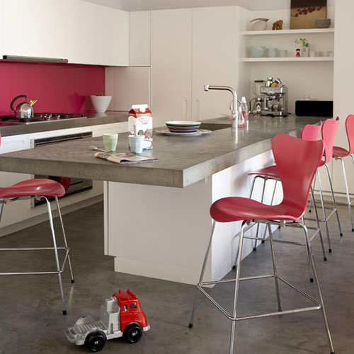 Moderne keuken met betonnen keukenbladen