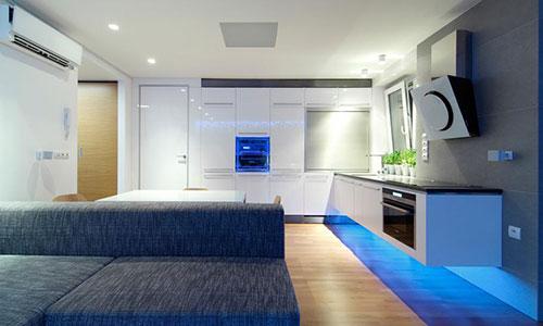 Moderne keuken met led verlichting