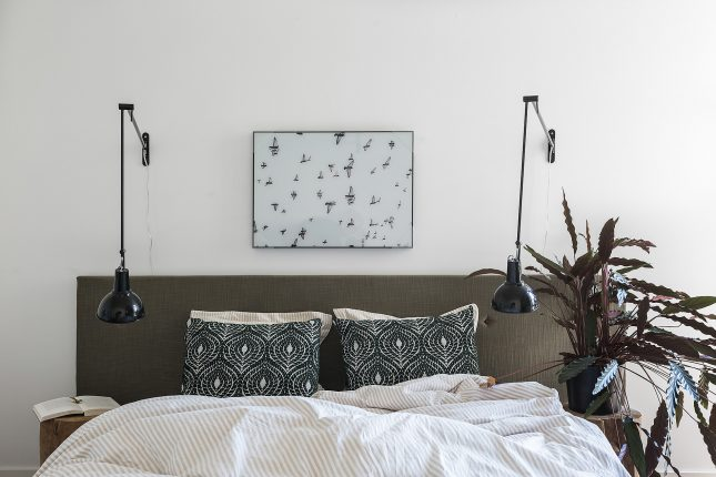 Moderne slaapkamer met brede inbouwkast