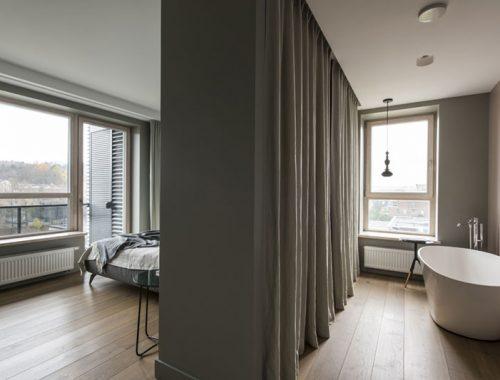 Moderne slaapkamer suite met inloopkast en badkamer