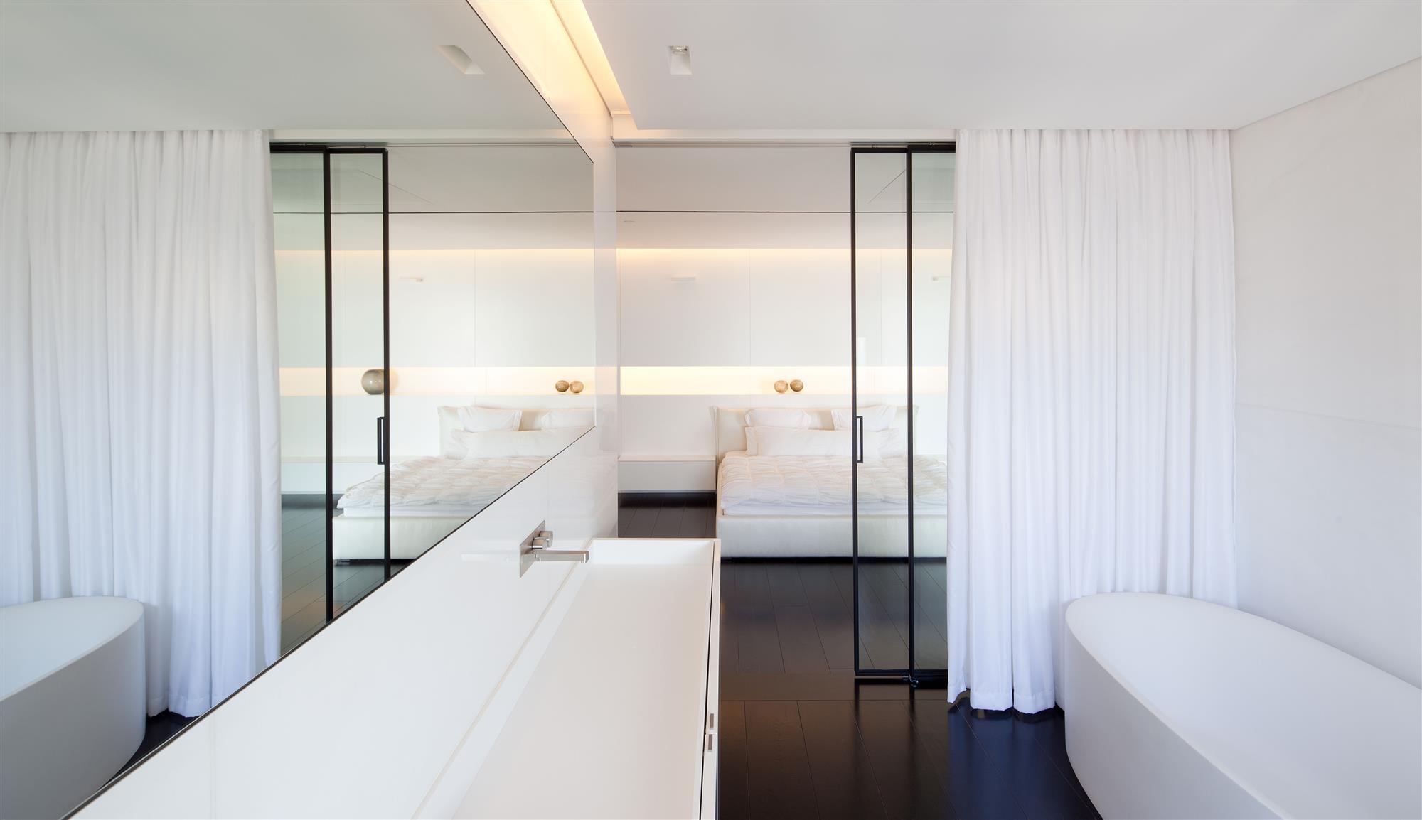 Moderne Strakke Slaapkamer : Moderne strakke slaapkamer door pitsou kedem architecten