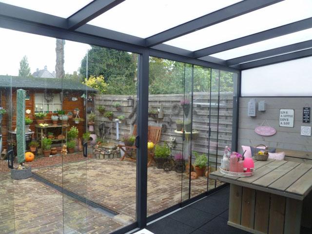 Een moderne veranda met een terrasoverkapping interieur inrichting - Overdekt terras in aluminium ...