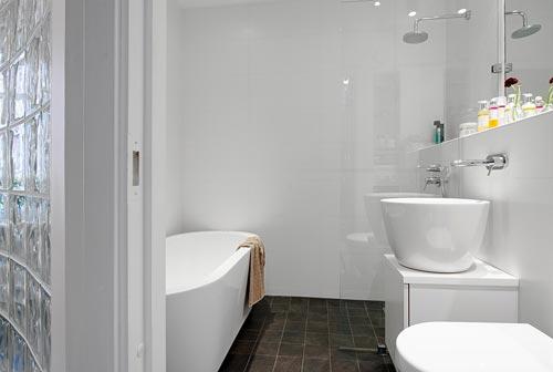 Moderne witte badkamer uit Göteborg | Interieur inrichting