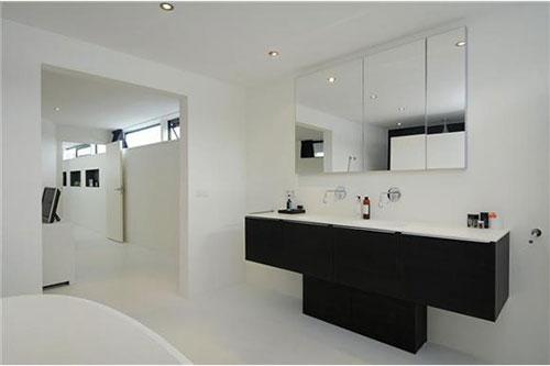 Moderne woonboot badkamer