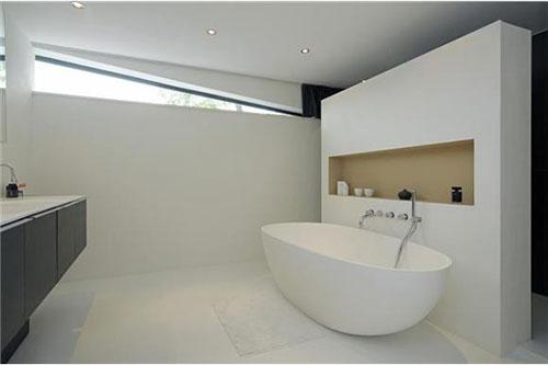 Moderne woonboot badkamer interieur inrichting - Moderne badkamer betegelde vloer ...