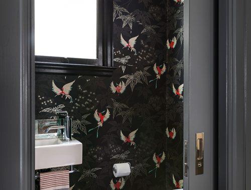 Mooi behang voor een luxe toilet