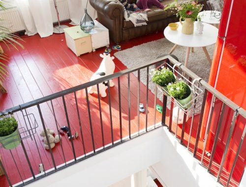 Mooi huis met een mooie rode vloer
