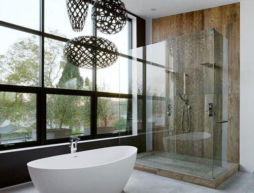 Mooie badkamer met metaal hout en beton