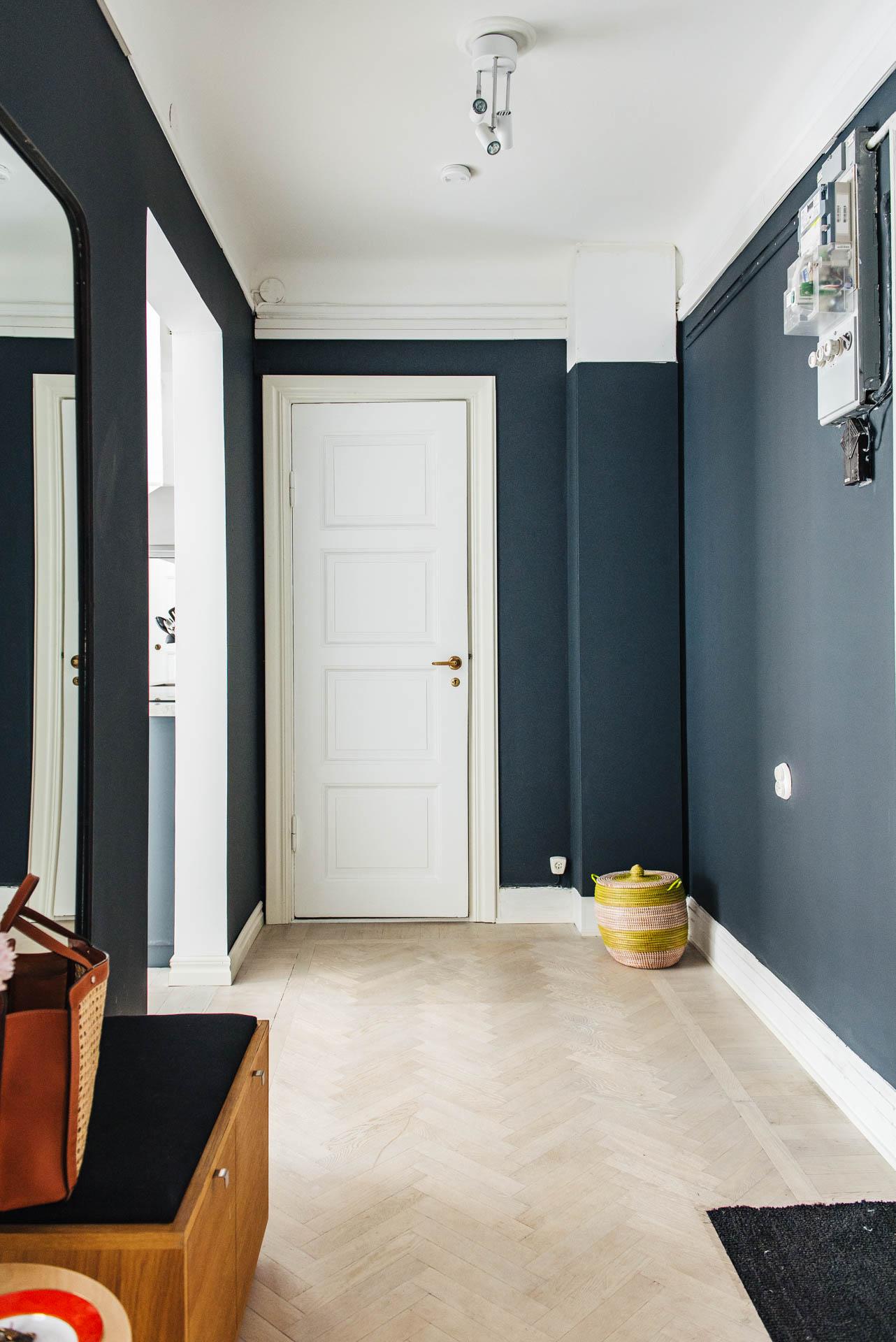 Mooie hal met blauwe muren