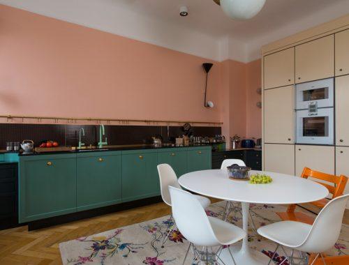 Mooie kleurencombinatie in vintage keuken