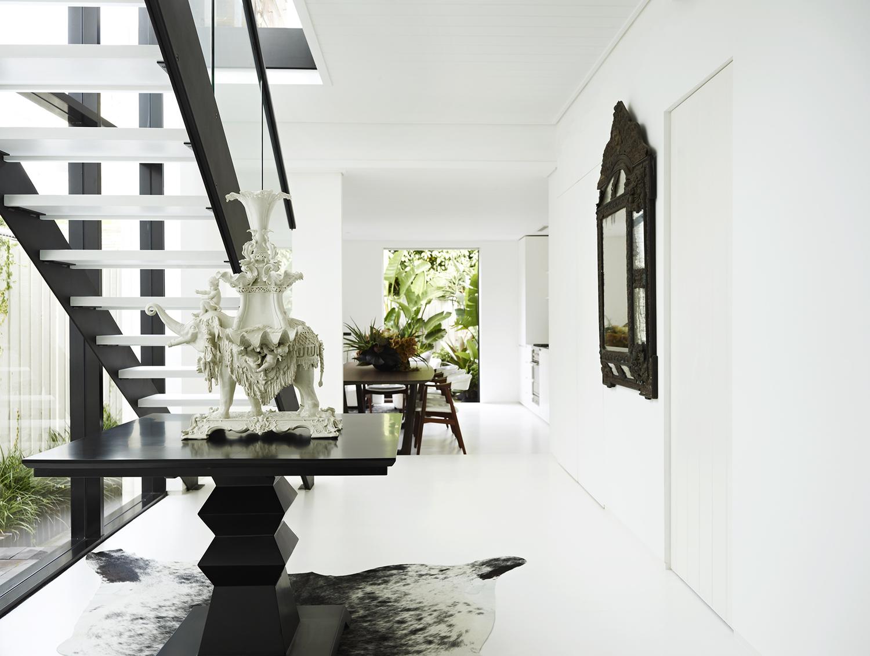 Mooie Witte Keuken : Greeploze keuken met glazen wand keukenglas