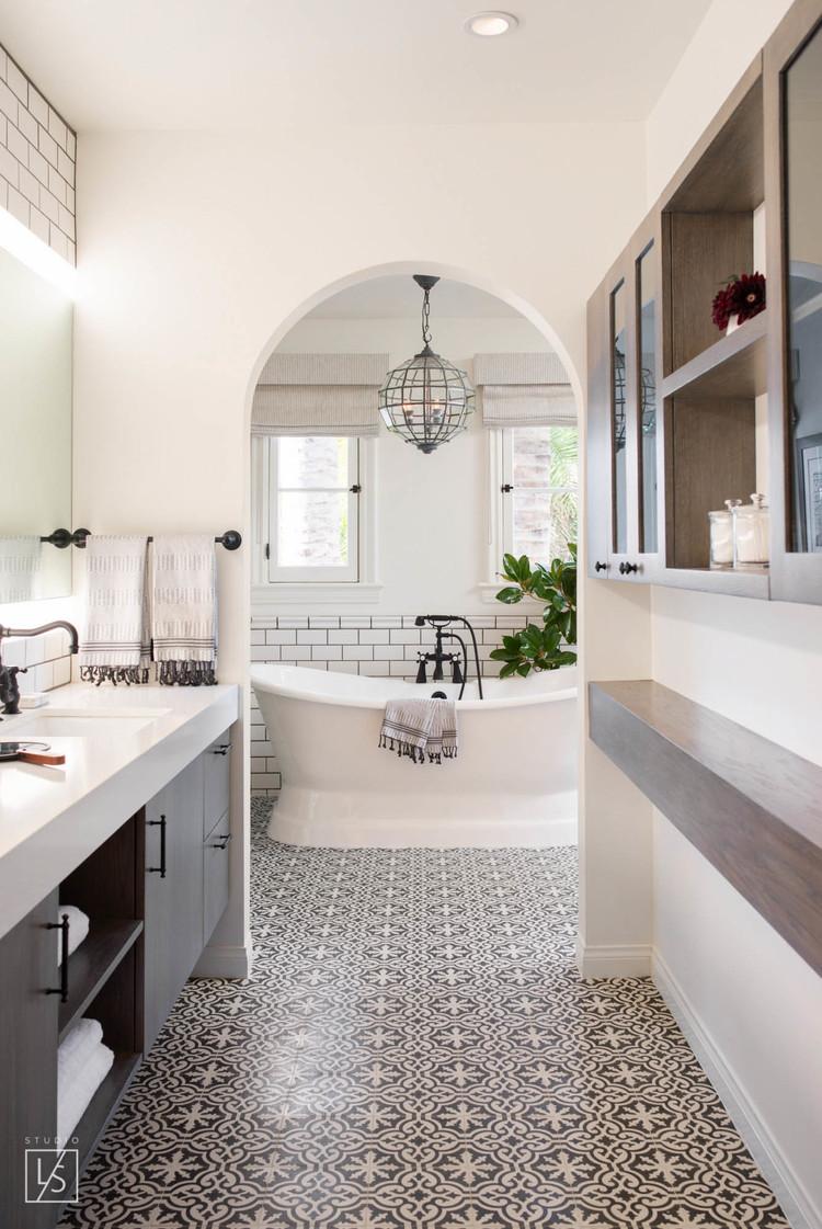 Mooie zwart wit klassieke badkamer interieur inrichting - Mooie moderne badkamer ...