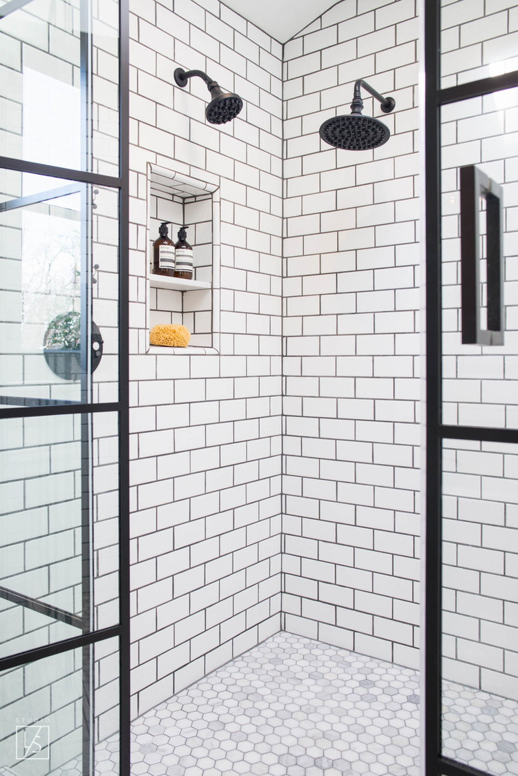Mooie zwart wit klassieke badkamer