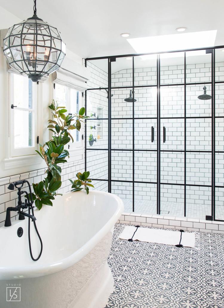 Mooie zwart wit klassieke badkamer | Interieur inrichting