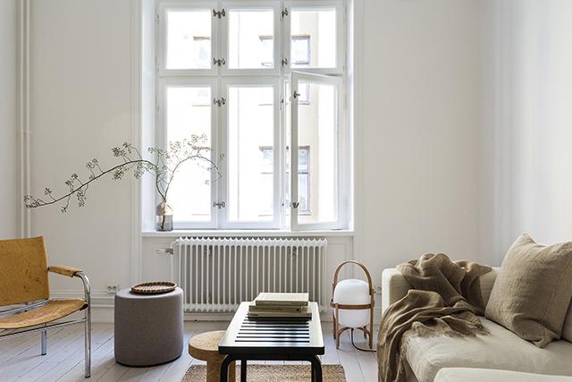 Natuurlijk interieur in een klein Scandinavisch appartement