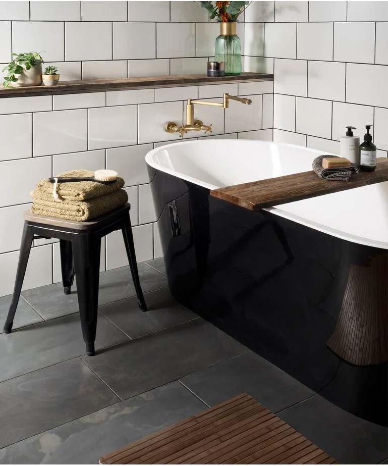 Creëer een rustieke sfeer in je huis met de Honed Black Slate leisteen tegels. Deze opvallende zwarte leisteen tegels zijn ideaal voor het creëren van een eigentijdse look met een unieke afwerking.