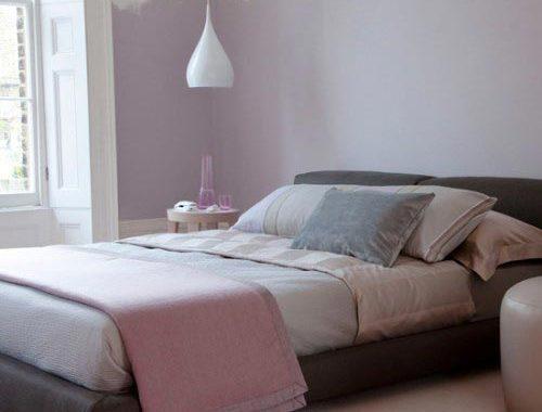 Neutrale slaapkamer inrichten met kleur