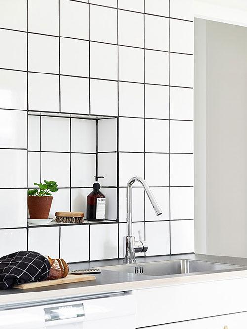 Nisjes in de keuken muur