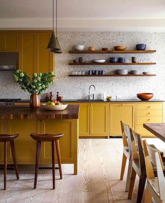 Okergeel interieur - okergele keuken