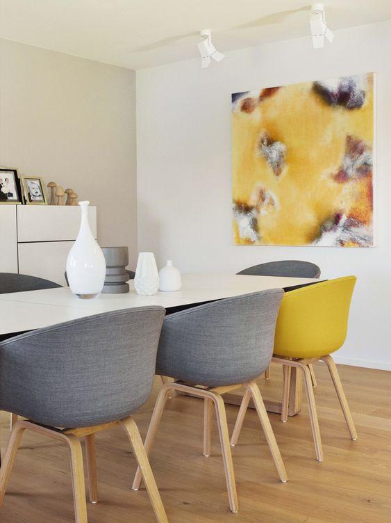 Okergeel interieur - okergele stoelen