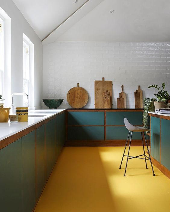 Okergeel interieur - okergele vloer