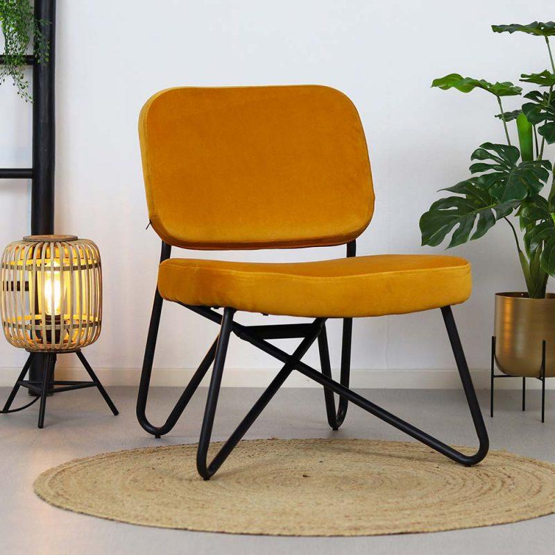 okergele fluwelen fauteuil