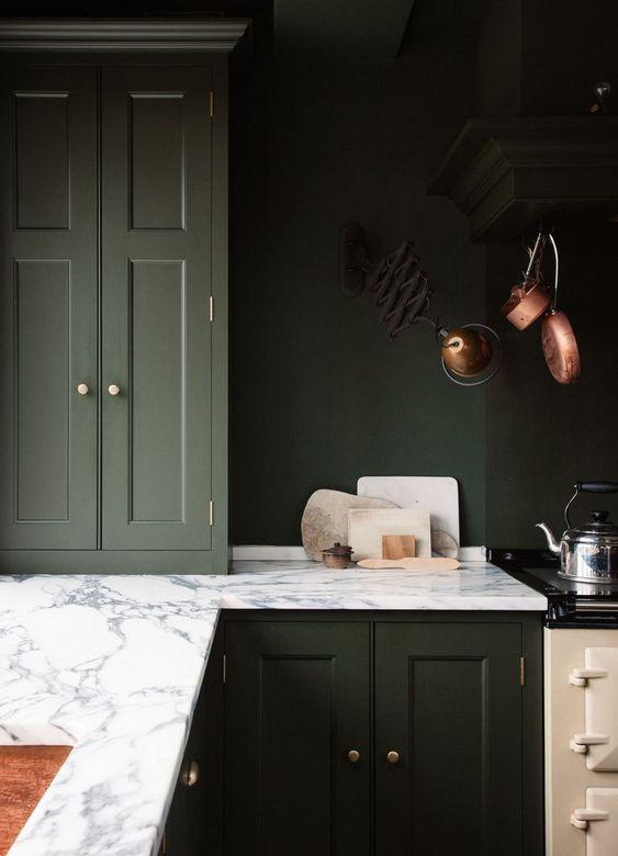 olijfgroene keuken marmeren werkblad