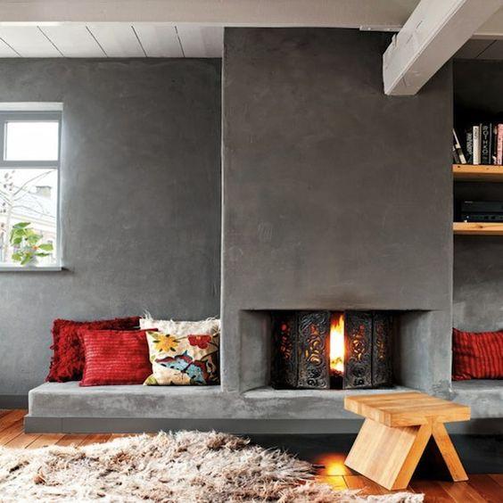 Open haard muur met betonstuc