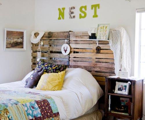 ... slaapkamer worden deze houten pallets dus als hoofdbord gebruikt