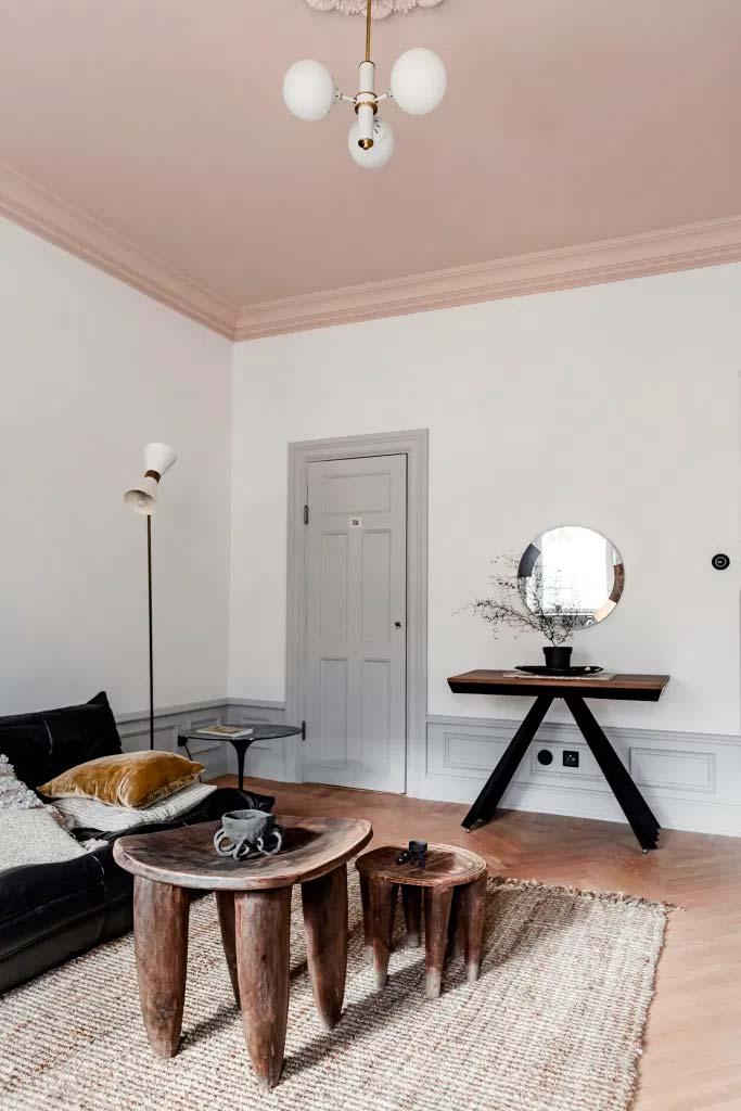 oud roze plafond woonkamer