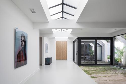 Oude garage tot lichte woning in amsterdam interieur inrichting - Moderne keuken in het oude huis ...
