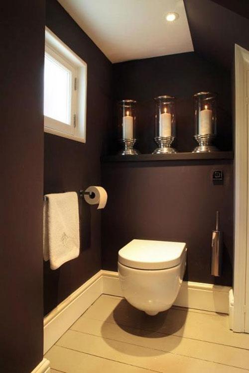 Plank ophangen in het toilet interieur inrichting for Decoratie van toiletten design