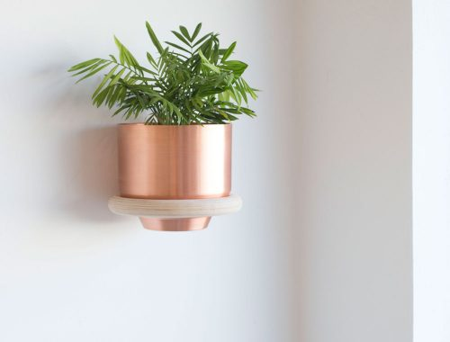 Plantenstandaard aan de muur