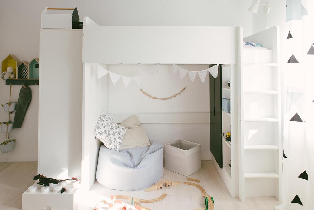 praktisch en leuk ingerichte kinderkamer interieur. Black Bedroom Furniture Sets. Home Design Ideas