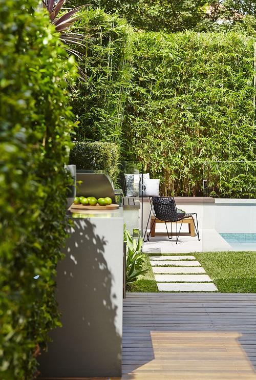 Praktische moderne tuin met zwembad interieur inrichting for Ondergrond zwembad tuin